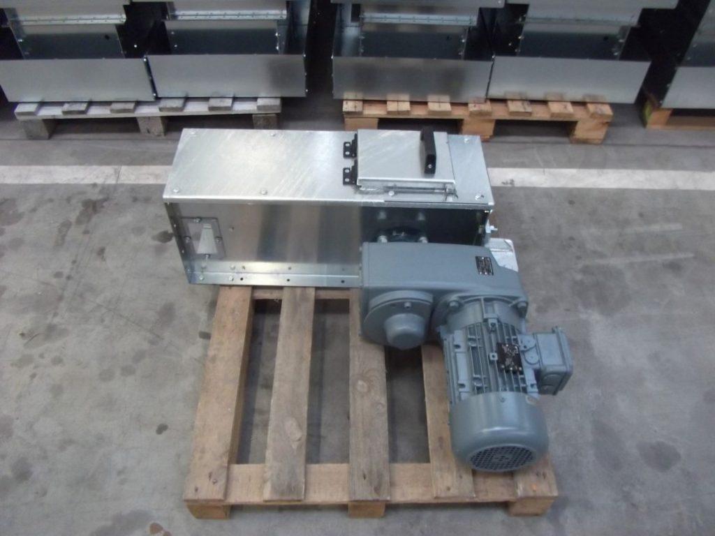 HR-40 hlava s pohonom reťazového dopravníka